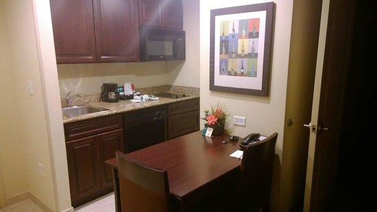 Homewood Suites by Hilton Lake Buena Vista-Orlando : Kitchen / Desk