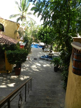 Tropicana Inn: The inner courtyard