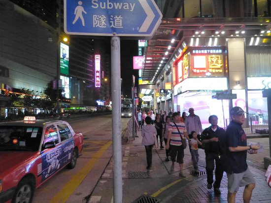 Nathan Road near the Novotel Nathan - Picture of Novotel