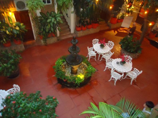 Hotel Posada de Roger: Patio
