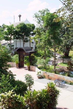 Marndadee Heritage River Village: resort/garden