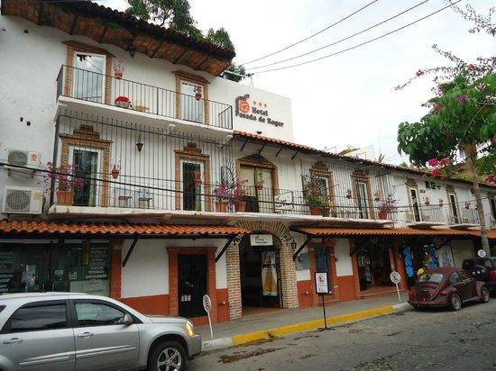 Hotel Posada de Roger: Front of the hotel