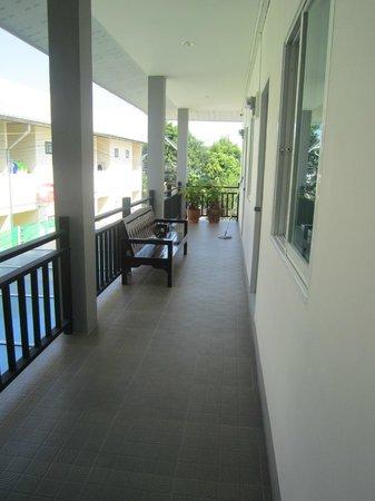 Grandma Kaew House: Breezy Balcony