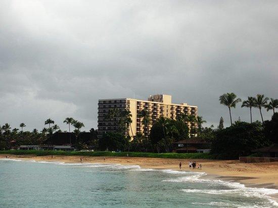 Royal Lahaina Resort: outside view