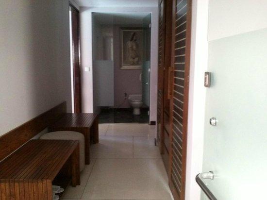 The Lokha Umalas Villas & Spa: lemari baju