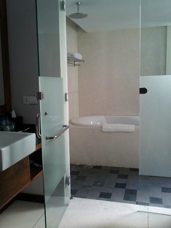 The Lokha Umalas Villas & Spa: type kamar mandi yang outdoor ide yang sangat cemerlang