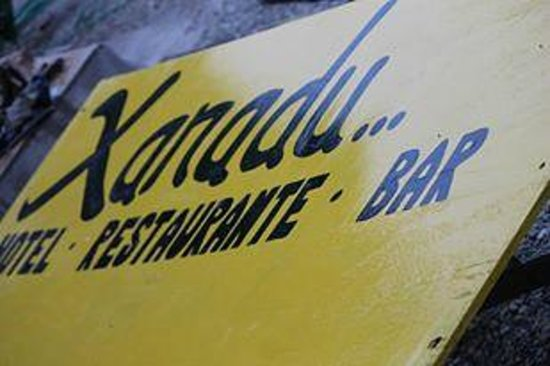 Xanadu Hotel: find our signs on the road