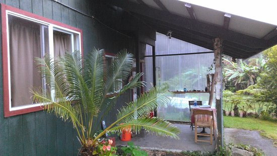 Aloha Crater Lodge: Room 3, Back of main house