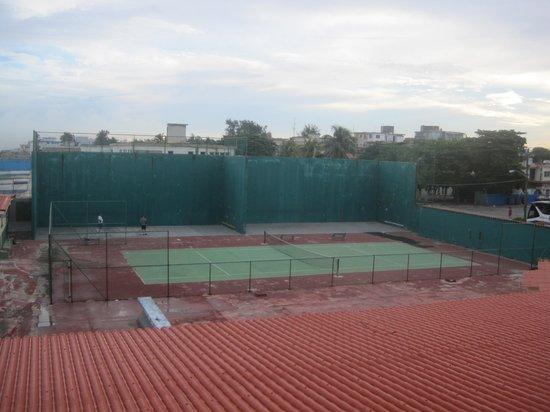 Be Live Havana City Copacabana: Tennis court across from hotel
