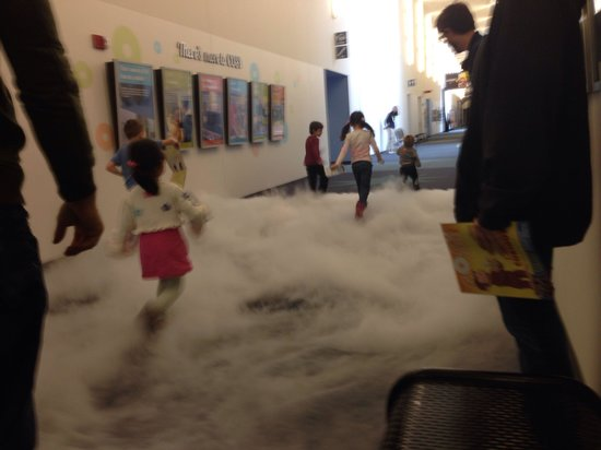 Center of Science and Industry (COSI) : Opening ceremony, letting the kids run through a cloud.