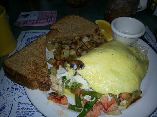 Carroll Villa Hotel : Lobster & crab omelette with home fries- to die for!