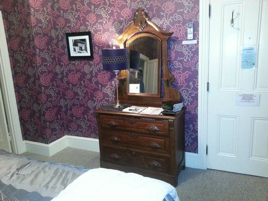 Carroll Villa Hotel : beautiful antique furniture