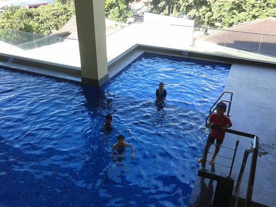 The Luxton Bandung: super cold swimming pool