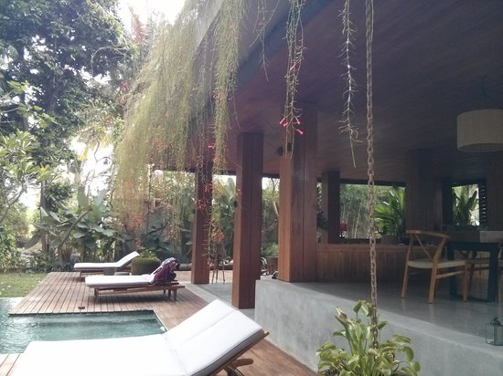 RedDoor Bali: My favourite area - by the pool!