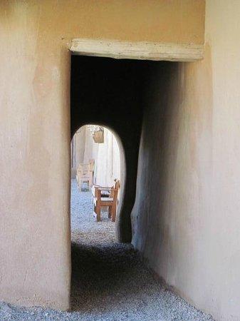 La Hacienda del los Martinez : Passageway