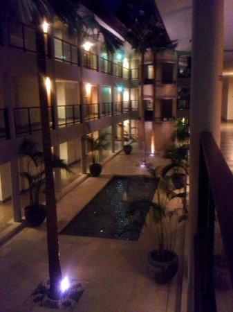 Holiday Inn Resort Baruna Bali: Interior corridors are beautiful.