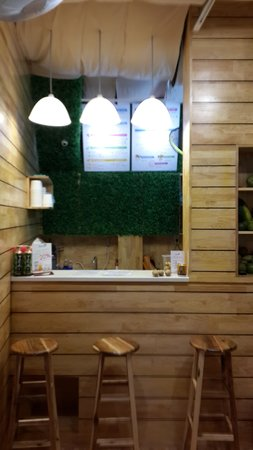 Vitamin9 - Smoothies Bar: Their shop is a bit small but very clean