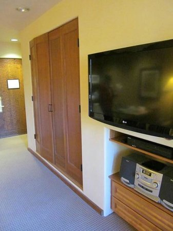 Worldmark by Wyndham Taos: Studio with Murphy bed and flat screen TV