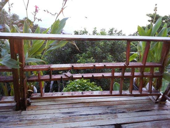 Thipwimarn Resort : Barriere cassee devant piscine et vide