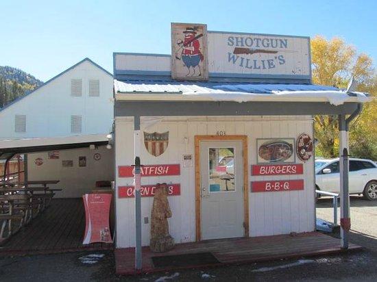 Shotgun Willie's: Exterior
