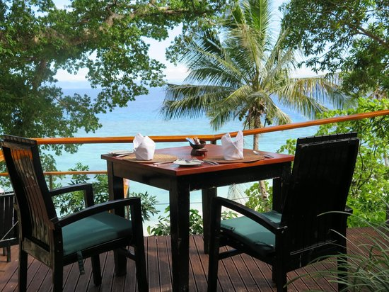 Royal Davui Island Resort: Dining room table