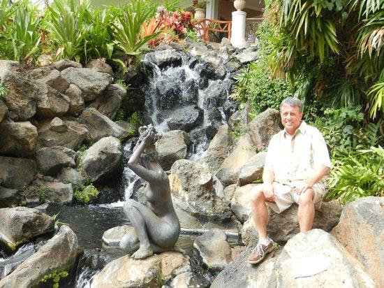 Grand Wailea - A Waldorf Astoria Resort: Waterfalls and sculptures and Skeet