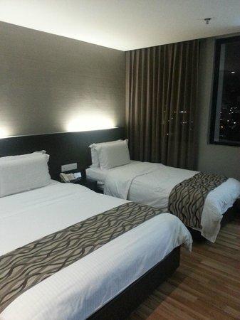 11@Century Hotel: Bed
