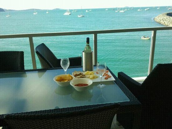 Peninsula Airlie Beach : Pre-Dinner drinks - what a view !