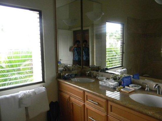 Wailea Elua Village: 910 bathroom