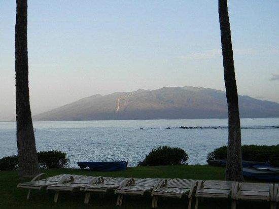 Wailea Elua Village : View from oceanfront path in front of Elua