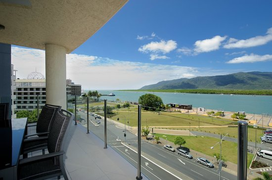 Jack & Newell Cairns Holiday Apartments: Balcony view