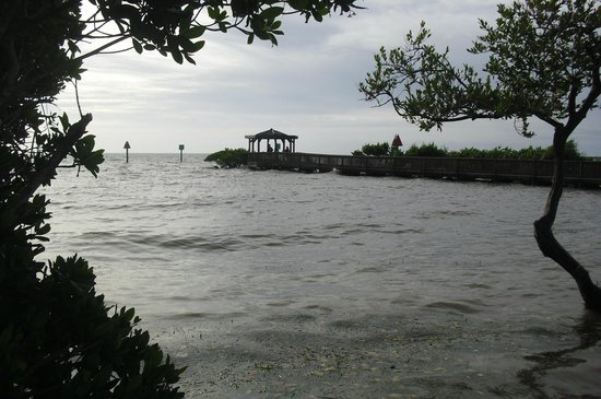 Ocean Pointe Suites at Key Largo: Boardwalk out by the beach