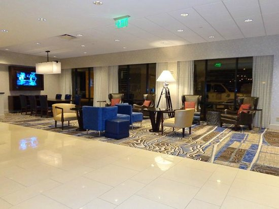 Atlanta Airport Marriott: lobby waiting/seating area