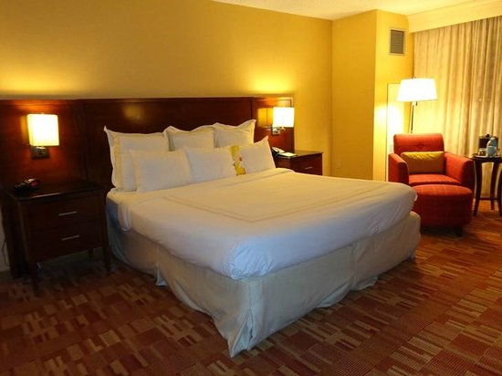 Atlanta Airport Marriott: bed..comfy