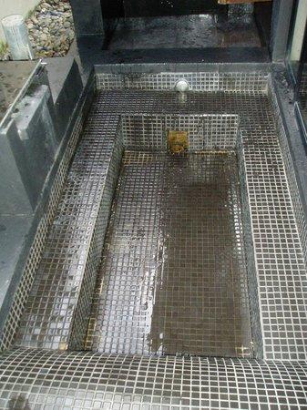 AKA Resort & Spa: The 'designer' outdoor bathtub