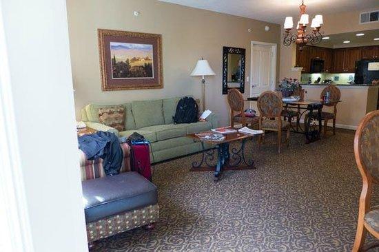 Hilton Grand Vacations at Tuscany Village: Living room