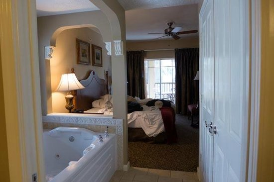 Hilton Grand Vacations at Tuscany Village: Bedroom from whirlpool tub