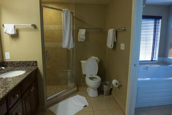 Hilton Grand Vacations at Tuscany Village: Separate shower in bath