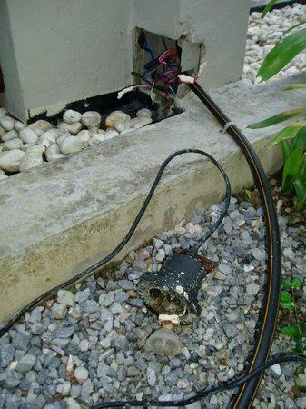 AKA Resort & Spa: The 'decorative' outdoor lighting (Broken)
