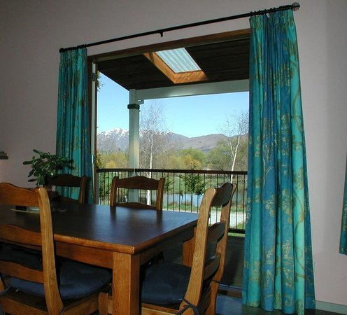 Willowbrook B&B and Cottages: The Cottage - doors open to deck