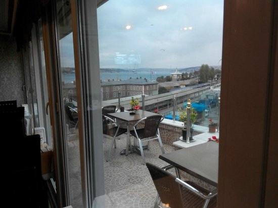 Hurriyet Hotel: Вид с террасы на Босфор