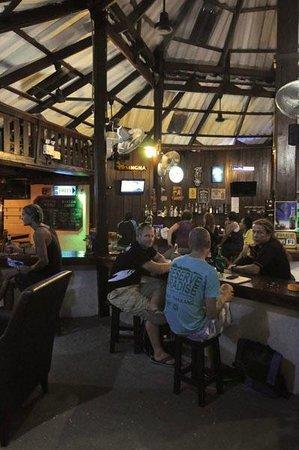 Safety Stop Koh Tao: Around the bar