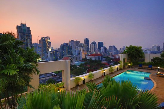 Grand Mercure Bangkok Asoke Residence: View from the roof top swimming pool