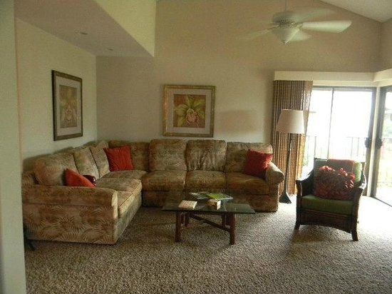 Wailea Elua Village : Living room L shaped sofa unit 910