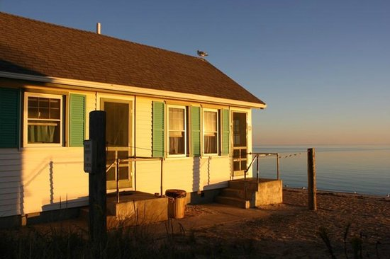 Days' Cottages: Adorable cabins with an awesome view.
