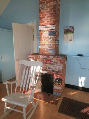 Days' Cottages: A fireplace you can sign (I don't believe it works)