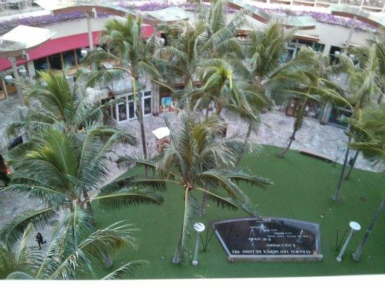 Wyndham at Waikiki Beach Walk : beachwalk