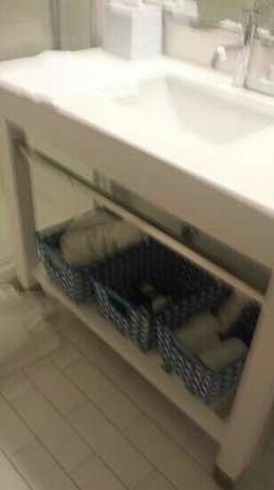 Four Points By Sheraton Oklahoma City Quail Springs: bathroom