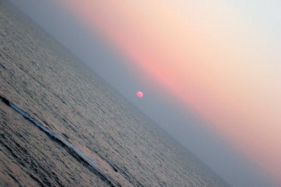 Ozran Heights Beach Resort: Sunset