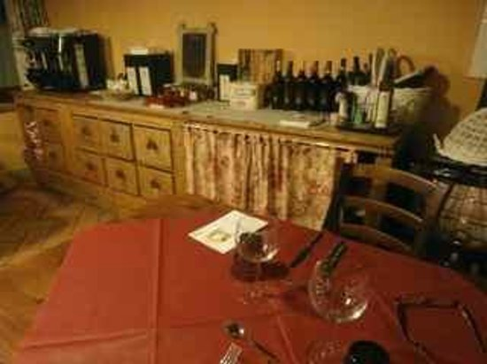 Agriturismo Il Corbezzolo: View of dining room buffet cabinet